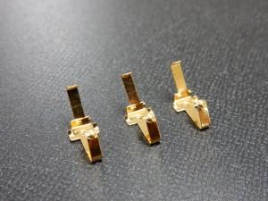 通信機器向け接点端子部品の金メッキ加工事例