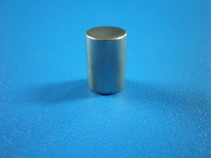 産業用水晶振動子外装ケースのニッケルメッキ加工事例